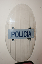 Oval riot shield